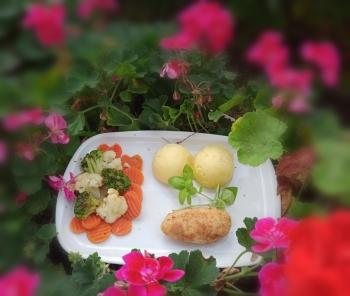 De Volaille z warzywami przygotowanymi na parze