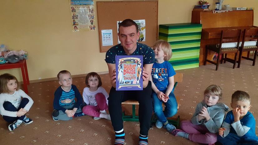 Rodzinne czytanie - tatuś Mikołaja